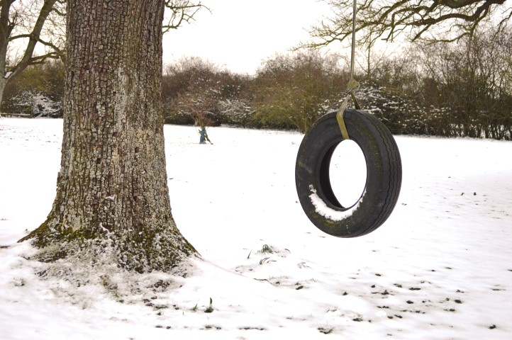snow day, tyre swing, snowy tyre swing