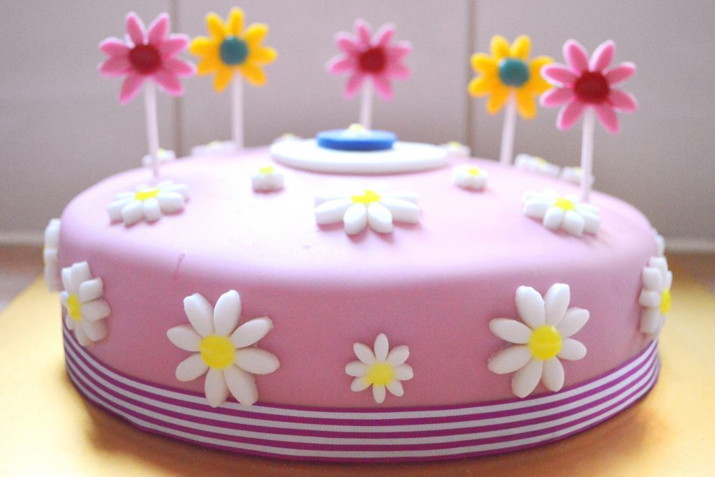 6th birthday cake, girls birthday cake, flower birthday cake, daisy birthday cake