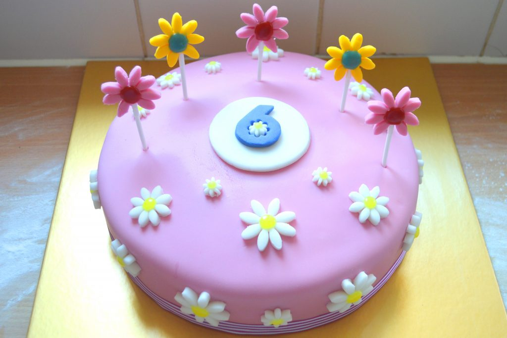 6th birthday cake, girls birthday cake, flower birthday cake, daisy birthday cake, twins birthday cake