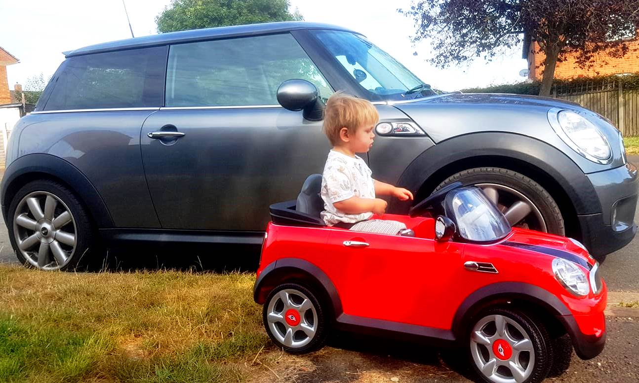 Mini Cooper S, mini Mini Cooper S, big mini little mini, childrens mini cooper S next to real Mini Cooper S, Daddy's Mini Cooper S and Baby's Mini Cooper S, Mini Cooper family